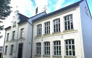 cropped-Neu-SChulgebäude.jpg